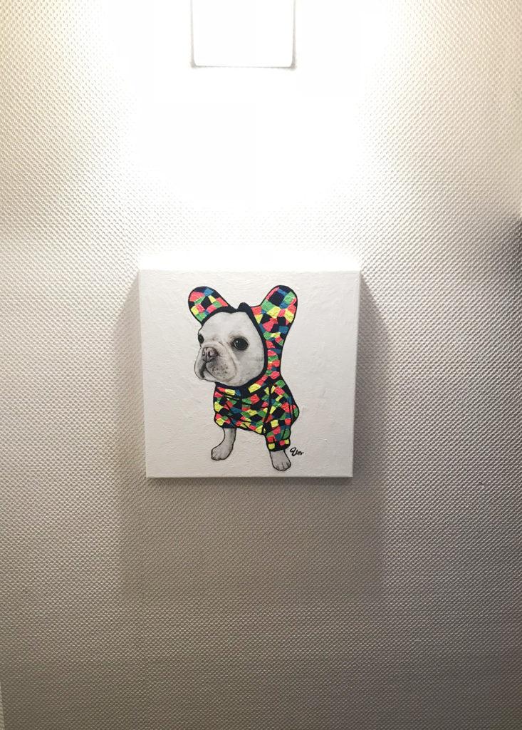 壁に飾るとこんな感じに。